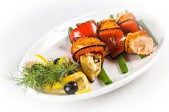 Espetos salmon grelhados Imagens de Stock