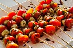Espetos vegetais com exposição elegante Alimento de dedo em um evento de gama alta imagem de stock