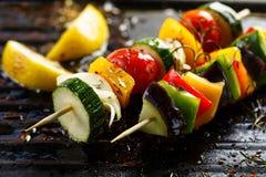 Espetos vegetais na grade Fotografia de Stock