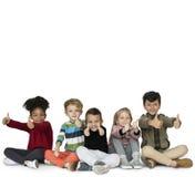 Espiègle mignon de bonheur d'amis d'enfants Image stock