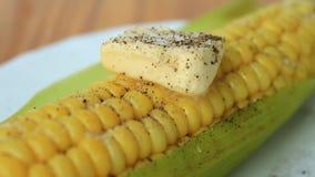 Espiga de milho fervida com manteiga filme
