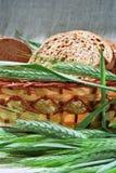 Espigas de fatias do centeio e do pão Foto de Stock Royalty Free