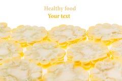Espigas de milho cortadas em um fundo branco Isolado Quadro decorativo Macro Fundo do alimento Copie o espaço Fotografia de Stock