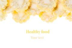 Espigas de milho cortadas em um fundo branco Isolado Quadro decorativo Macro Fundo do alimento Copie o espaço Imagem de Stock