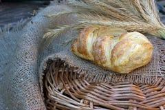 Espigas de trigo y pan Imagen de archivo libre de regalías