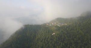 Espina de pescado de la montaña de Machapuchare en la gama Nepal de Himalaya del aire 4K almacen de metraje de vídeo