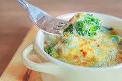 Espinaca cocida al horno con queso Foto de archivo libre de regalías