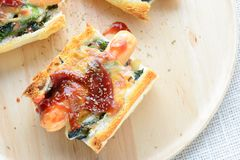 Espinaca cocida al horno con queso fotos de archivo libres de regalías