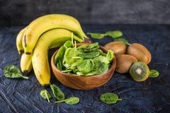 Espinafres, bananas e quivi Fotografia de Stock Royalty Free