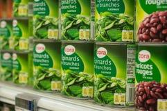 espinafres enlatados no supermercado de Cora Fotografia de Stock Royalty Free