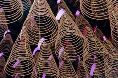 Espirais do incenso no templo de Thien Hau de Cho Lon Chinatown, distrito 5, Saigon, Ho Chi Minh City, Vietname imagens de stock royalty free
