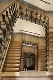 Espiral da escadaria em uma casa viva fotos de stock