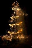 Espiral de los fuegos artificiales de la inauguración de Burj Khalifa Imagenes de archivo