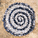 Espiral de pedras preto e branco Fotos de Stock