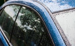 Espirra e gotas da água sobre do carro Imagem de Stock Royalty Free