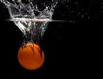 Espirrando a laranja imagens de stock