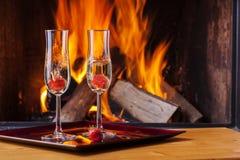 Espirrando morangos no champanhe Imagem de Stock Royalty Free