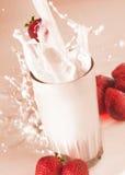 Espirrando o leite Fotografia de Stock Royalty Free