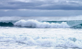 Espirrando ondas Fotografia de Stock