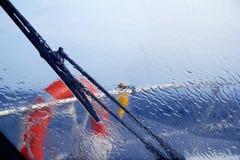 Espirro perfeito da água da chuva do barco Imagens de Stock Royalty Free