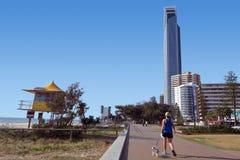 Esplanada Queensland Austrália do paraíso dos surfistas Fotos de Stock Royalty Free