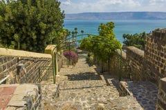 Esplanade de Tibériade vers la mer de la Galilée image libre de droits