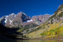 Esplendor del otoño en Belces marrón Imagenes de archivo