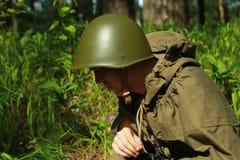 Esploratore in foresta fotografia stock