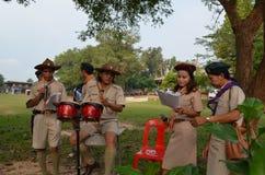 Esploratori tailandesi dell'insegnante Immagini Stock