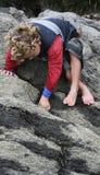 Esplorazione del ragazzo Fotografie Stock