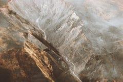Esplorazione di paesaggio di viaggio del paesaggio di vista aerea delle montagne selvaggia Immagine Stock