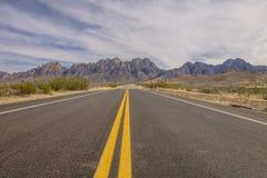 Esplorazione di tutte le strade possibili fotografie stock libere da diritti