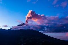 Esplosione del vulcano di Tungurahua fotografia stock libera da diritti