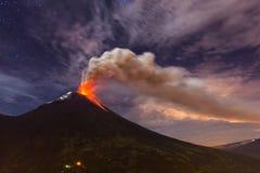 Esplosione del vulcano di Tungurahua immagini stock libere da diritti