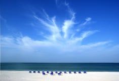 Esplosione della nube su cielo blu profondo Immagini Stock Libere da Diritti
