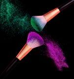 Esplosione della polvere della spazzola di trucco fotografie stock