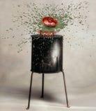 Esplosione di cottura del vaso sulla vecchia stufa di cottura Immagine Stock Libera da Diritti