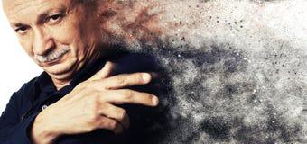 Esplosione di polvere Riuscito uomo anziano Immagine Stock Libera da Diritti