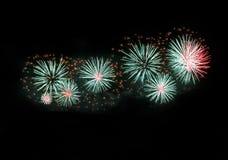 Esplosione differente variopinta dei fuochi d'artificio di colori nel fondo scuro del cielo, festival dei fuochi d'artificio di M Fotografia Stock Libera da Diritti