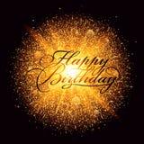 Esplosione dorata del fuoco d'artificio della polvere con l'iscrizione di buon compleanno Fotografia Stock