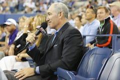 ESPN analityka ćwieka Gilbert komentarze dopasowywają między Serena Williams Townsend i Taylor przy us open 2014 Fotografia Stock