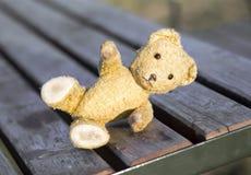 Espoir, concept d'amour - ours de jouet donnant la patte photo stock