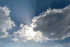 Esponga al sole i raggi luminosi del dio della colata alla macchina fotografica che faning fuori in tutto il direc Immagini Stock Libere da Diritti