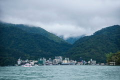 Esponga al sole il lago moon nella contea di Nantou, Taiwan sopra dall'yacht del passeggero della navetta Fotografia Stock