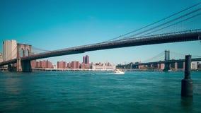 Esponga al sole il lasso di tempo leggero di vista panoramica 4k del ponte di Brooklyn New York stock footage