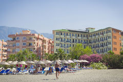 Esponga al sole l'hotel della spiaggia del fuoco in Kemer Turchia, può Immagini Stock