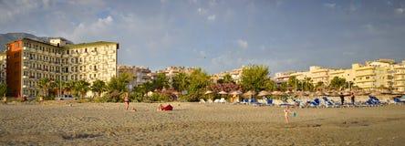 Esponga al sole l'hotel della spiaggia del fuoco in Kemer Turchia, può Fotografia Stock Libera da Diritti