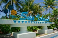 Esponga al sole la località di soggiorno di isola & il logo della stazione termale della località di soggiorno tropicale alle Mal Immagine Stock