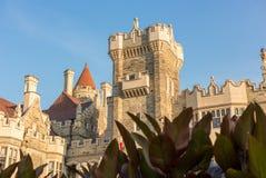 Esponga al sole la regolazione sopra il castello di Loma della casa a Toronto fotografia stock