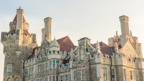 Esponga al sole la regolazione sopra il castello di Loma della casa a Toronto immagini stock libere da diritti